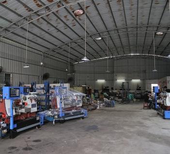 旋压机厂家提醒工作地面应保持洁净干燥